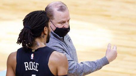 Tom Thibodeau of the Knicks talks with Derrick