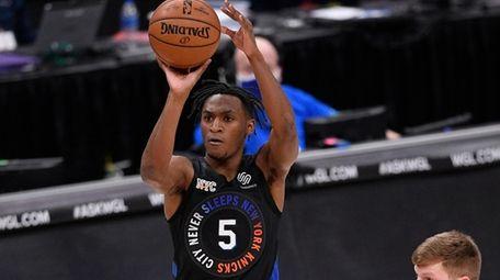 Knicks guard Immanuel Quickley (5) shoots next to