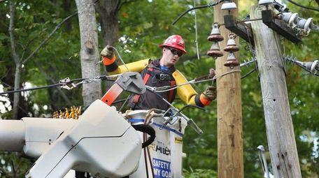 PSEG Long Island contract lineman Bobby Scott works