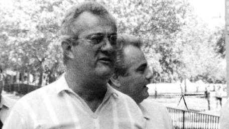 Peter Gotti walks with his brother, John Gotti,