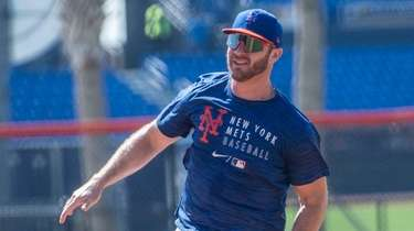 Pete Alonso works out during Mets camp in