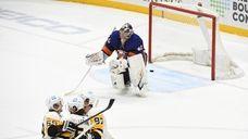 Islanders goaltender Semyon Varlamov reacts after Penguins defenseman