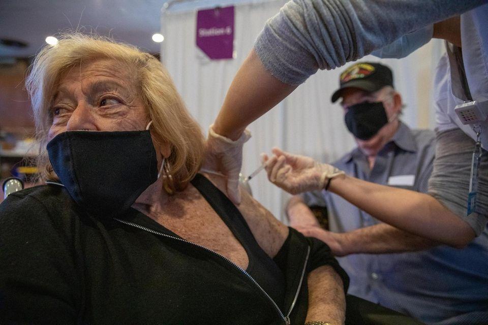 Holocaust survivor Agnes Herman, 87, recieves vaccine with