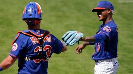 Mets pitcher Marcus Stroman is congratulated by catcher