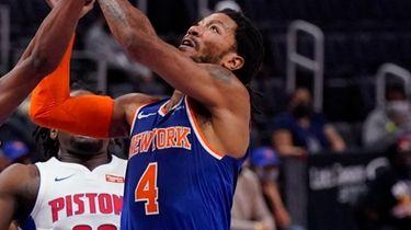 Knicks guard Derrick Rose attempts a basket as