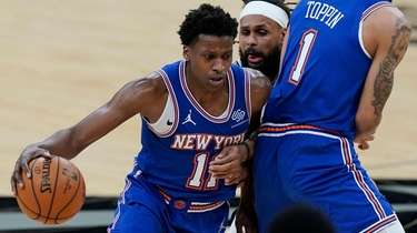 Knicks guard Frank Ntilikina drives around Spurs guard