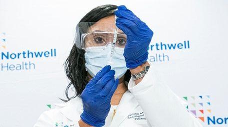 Jeanine Mucci, a registered nurse, on Wednesday prepares