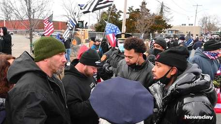 Black Lives Matter and Blue Lives Matter demonstrators