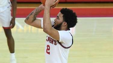 St. John's Red Storm guard Julian Champagnie shoots