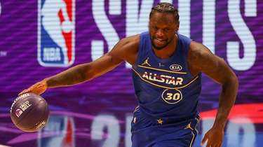 Julius Randle of the New York Knicks competes