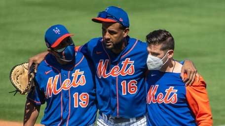 Mets' Jose Martinez leaves the game with an