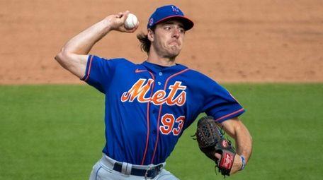 The Mets' Matt Allan throws in the sixth