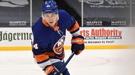 New York Islanders center Jean-Gabriel Pageau warms up