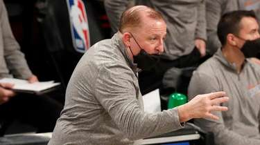 Knicks head coach Tom Thibodeau reacts during the