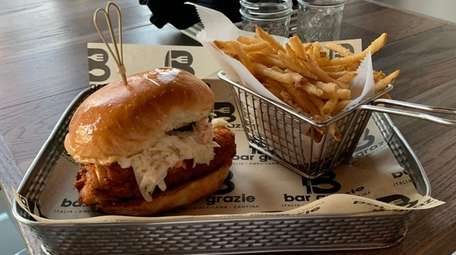 Nashville Hot Chicken Sandwich al Bar Crazy