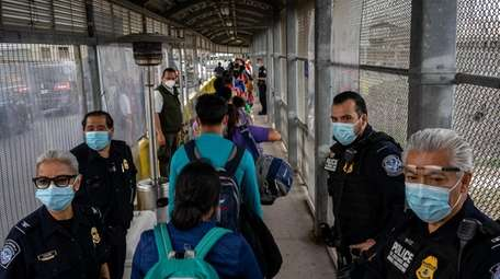 Migrants from the Matamoros camp cross the border