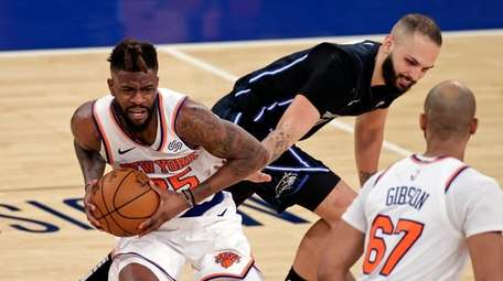 Knicks forward Reggie Bullock (25) takes the ball