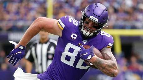 Vikings tight end Kyle Rudolph runs from Raiders