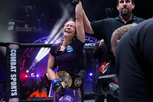 Michelle Waterson submitted Jessica Penne in the fourth
