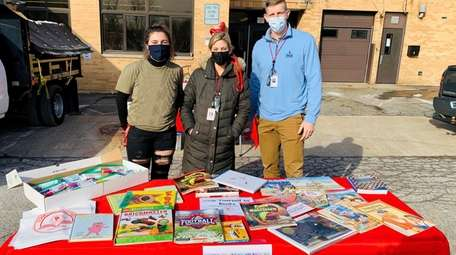 Freeport School District recently hosted a book pickup