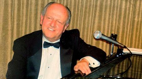 Jazz pianist Frank O'Brien was a popular performer