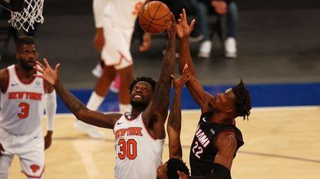 Knicks' Julius Randle (3) and Miami Heat's Jimmy