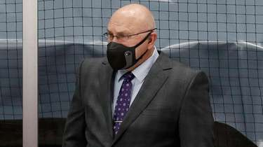 Islanders head coach Barry Trotz of the looks