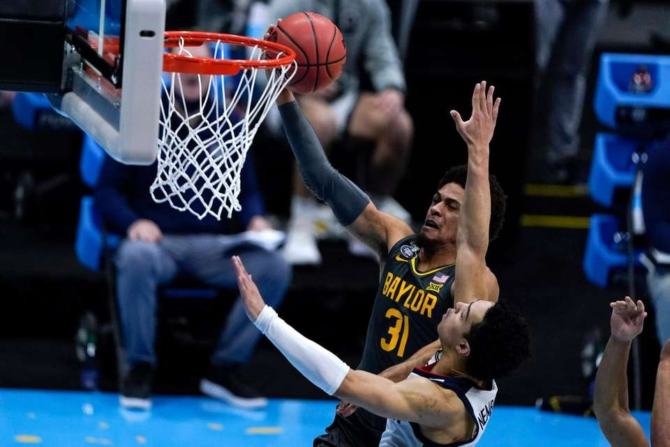 Baylor guard MaCio Teague (31) shoots over Gonzaga