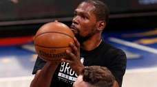 Kevin Durant of the Nets warms up on