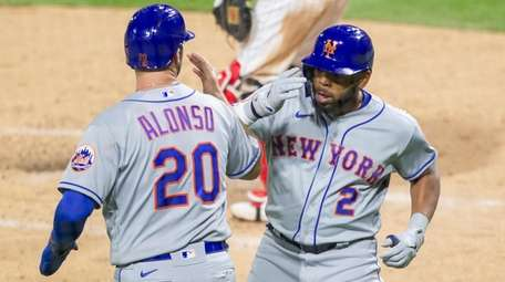 Mets' Dominic Smith celebrates with Pete Alonso after