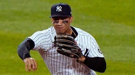 Yankees shortstop Gleyber Torres makes an errant throw