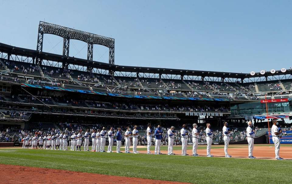 The New York Mets line up before the