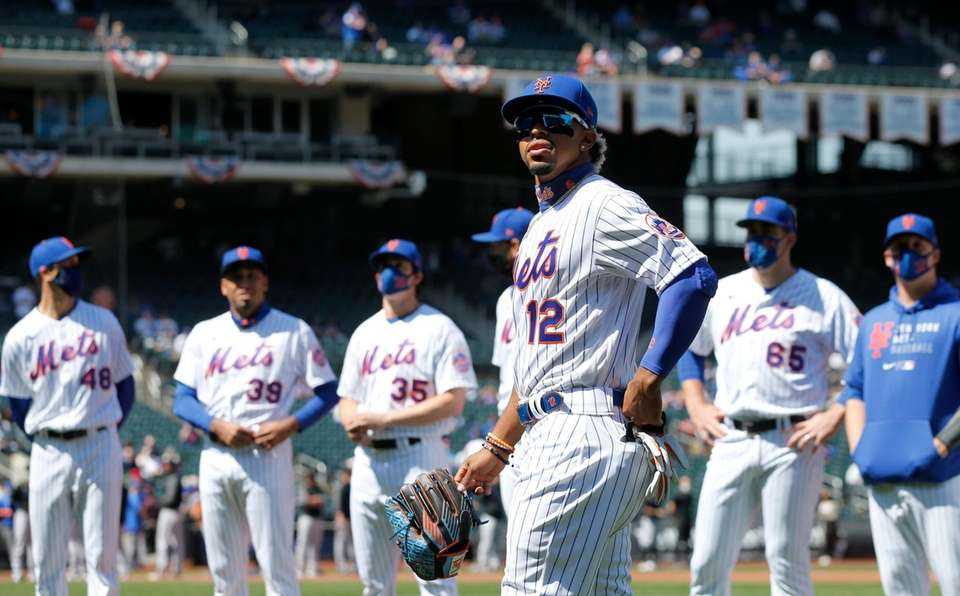 Francisco Lindor #12 of the New York Mets