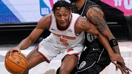 Knicks' Immanuel Quickley (5) drives past Nets' Kyrie