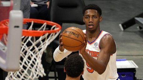 RJ Barrett #9 of the Knicks takes a