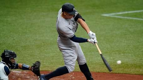 Yankees' Aaron Judge lines a single off Tampa