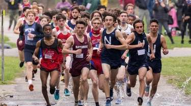 Runners compete in the League 3 and 4