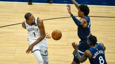 Nets forward Kevin Durant (7) passes the ball