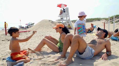 Avi Lewittes with wife Lara Prince, son Eitan