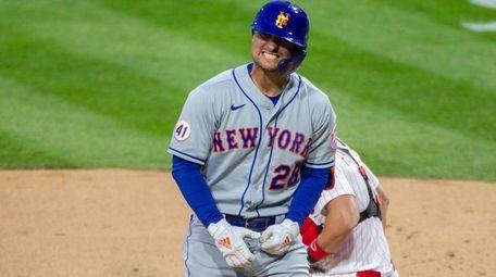 Mets left fielder J.D. Davis (28) reacts after