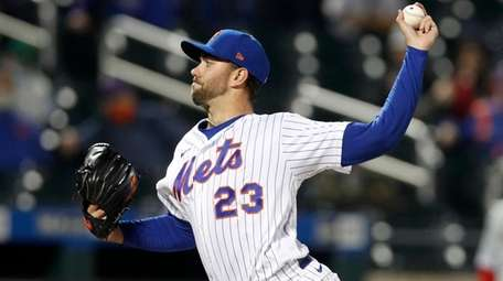 David Peterson #23 of the Mets pitches during