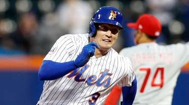 Brandon Nimmo #9 of the Mets runs the