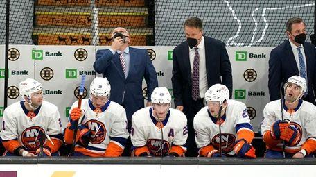 Islanders head coach Barry Trotz, top left, looks