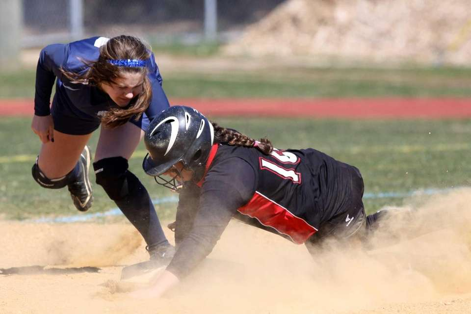 South Side's Lauren Hochhauser, left, tags Mineola's Emily