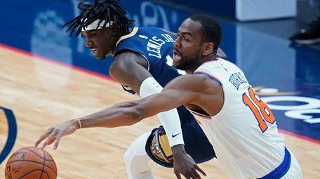 Knicks guard Alec Burks battles for a loose