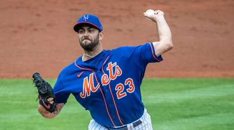 David Peterson delivers a pitch in spring training