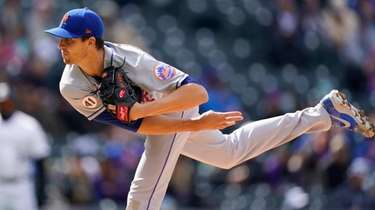 Mets starting pitcher Jacob deGrom works against the