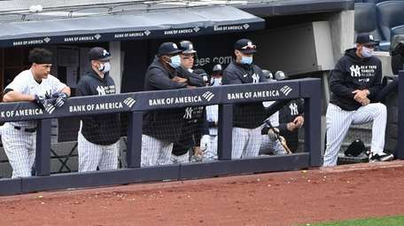 Yankees players, coaches and manager Aaron Boone look