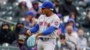 Mets starting pitcher Marcus Stroman points to his