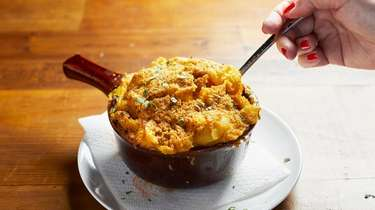 Baked cashew macaroni and cheese with a gluten